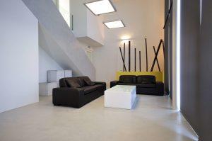 salon moderno con aplicacion de microcemento en Guipuzkoa